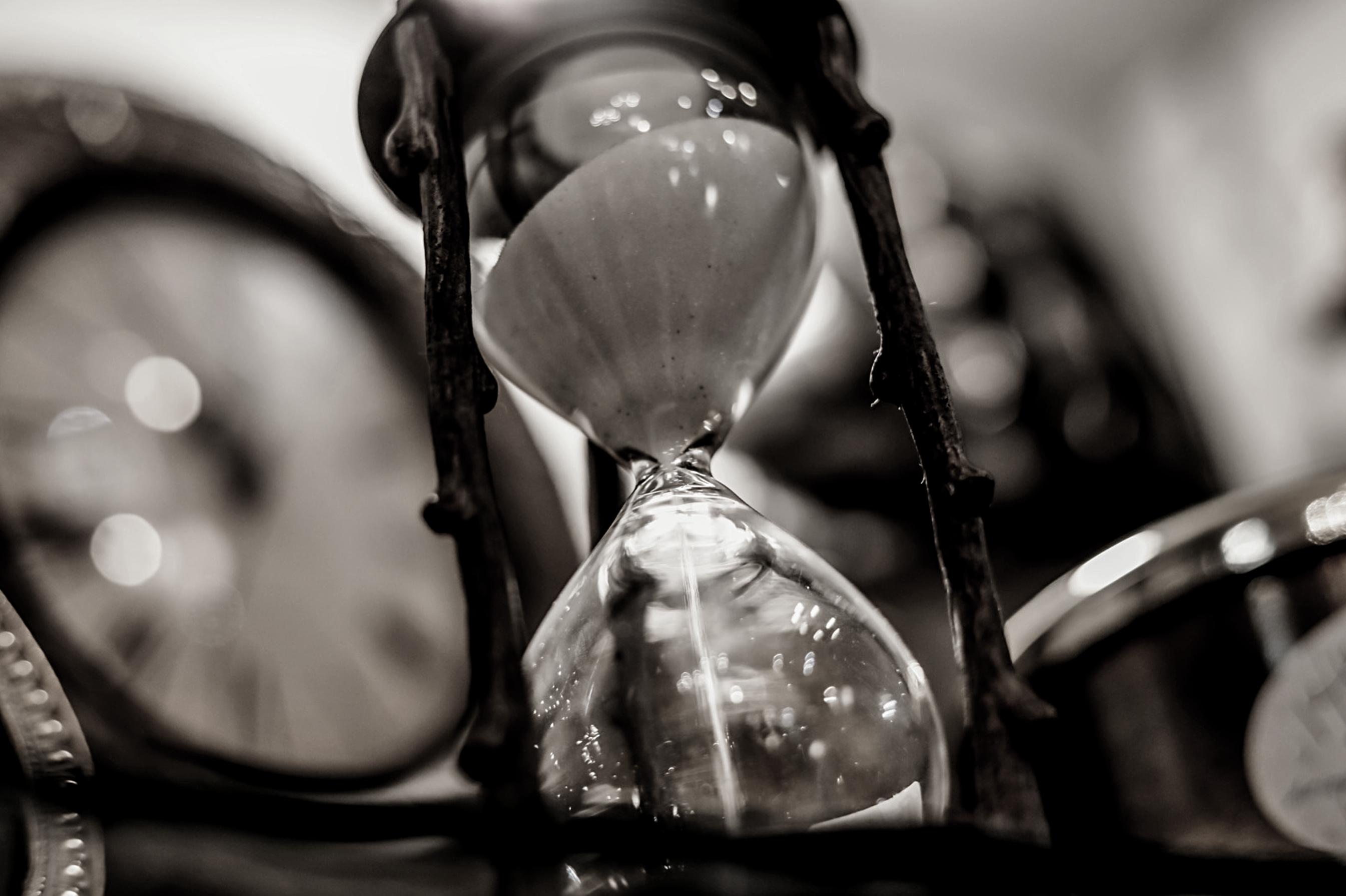 Att sätta tidsbetämda mål är en viktig del av att sätta mål är, här är en bild på ett timglas