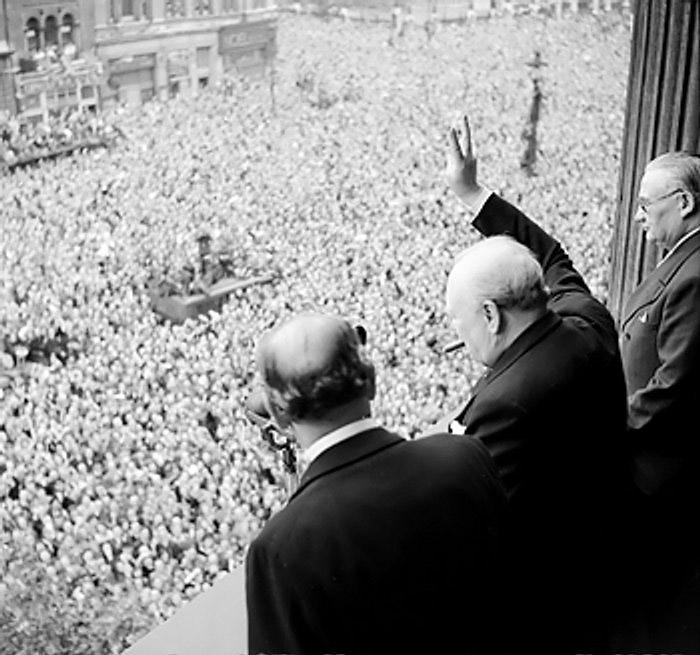 Churchill håller tal, han förmåga när det kommer till att kommunicera var en av de sakerna som hjälpte honom att bli en så stor ledare